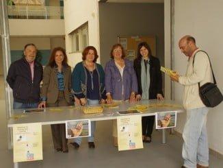 Se han habilitado mesas informativas sobre la Fibromialgia en las Facultades de Ciencias de la Educación y Enfermería, así como en el aulario Paulo Freire