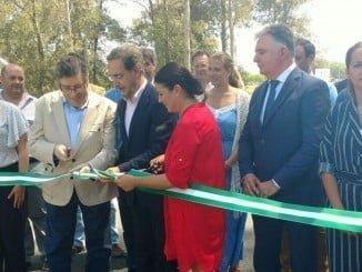 El consejero de Fomento y Vivienda, Felipe López, inaugura los nuevos accesos a la aldea del Rocío