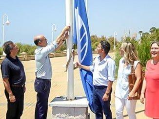 Imagen retrospectiva de la izada de bandera azul el pasado año