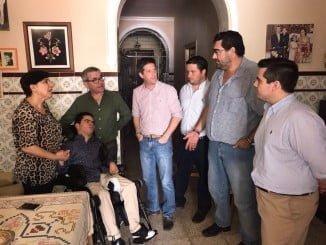 García Longoria ha visitado al joven de 17 años con parálisis cerebral