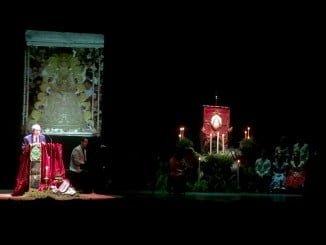 Tomás Lorca en un momento de su pregón, celebrado en el teatro Puerta del Andévalo