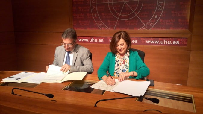 La consejera de Igualdad y Políticas Sociales y el rector de la UHU firman un Protocolo General de Colaboración