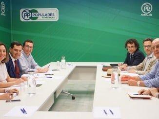 Juan Manuel Moreno ha recibido a una delegación de Feragua encabezada por José Manuel Cepeda
