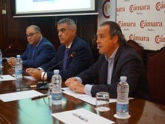El programa TicCámara presentado hoy en la Cámara de Comercio  de Huelva por parte de su director general, Arsenio Martínez, y el director de la oficina 'Huelva Empresa', Alejandro Bourre