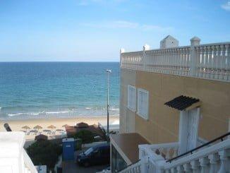 Los españoles se han animado a adquirir propiedades en primera línea de la costa