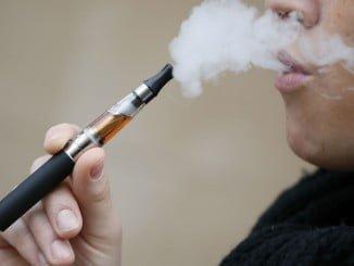 El Gobierno regula por vez primera la fabricación y uso del cigarrillo electrónico