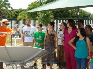 Cocina solar en el aula de sostenibilidad de la Universidad de Huelva.