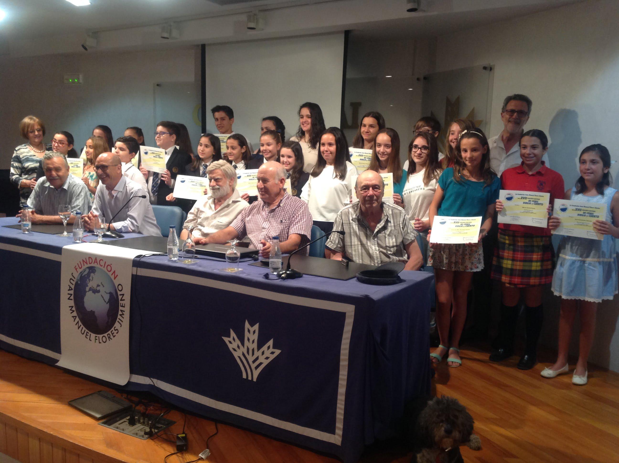El jurado y directivos de las Fundaciones Flores Jimeno y Caja Rural del Sur, con los ganadores del concurso