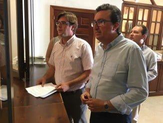 El PP de Villalba, apoyado por el presidente y secretario provinciales de esta formación, quiere conocer el destino final de una subvención.