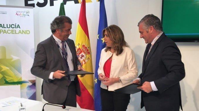 Fernando Alonso, presidente de Airbus España, Susana Díaz, presidenta de la Junta de Andalucía y Javier Carnero, consejero de Empleo, Empresa y Comercio de la Junta de Andalucía.