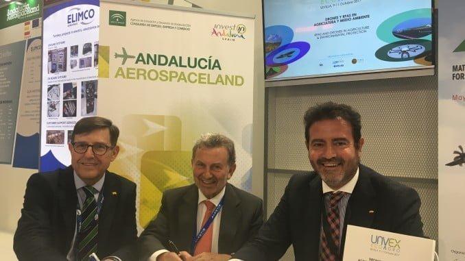 Angel Macho, de IDS; Antonio González Martín, de la Agencia IDEA, y Jesús Rojas, gerente de FIBES.