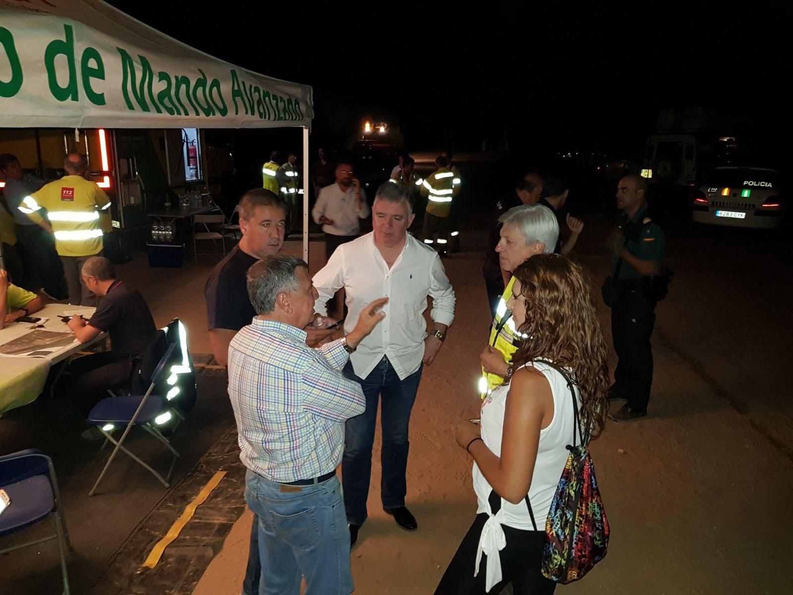 Centro de Mando Avanzado desde donde se coordinan todas las actuaciones contra el incendio que avanza hacia las instalaciones del INTA.