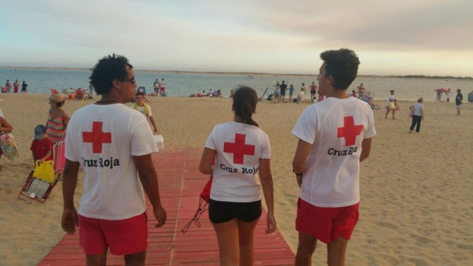 Dispositivo de socorro en las playas de Cruz Roja.