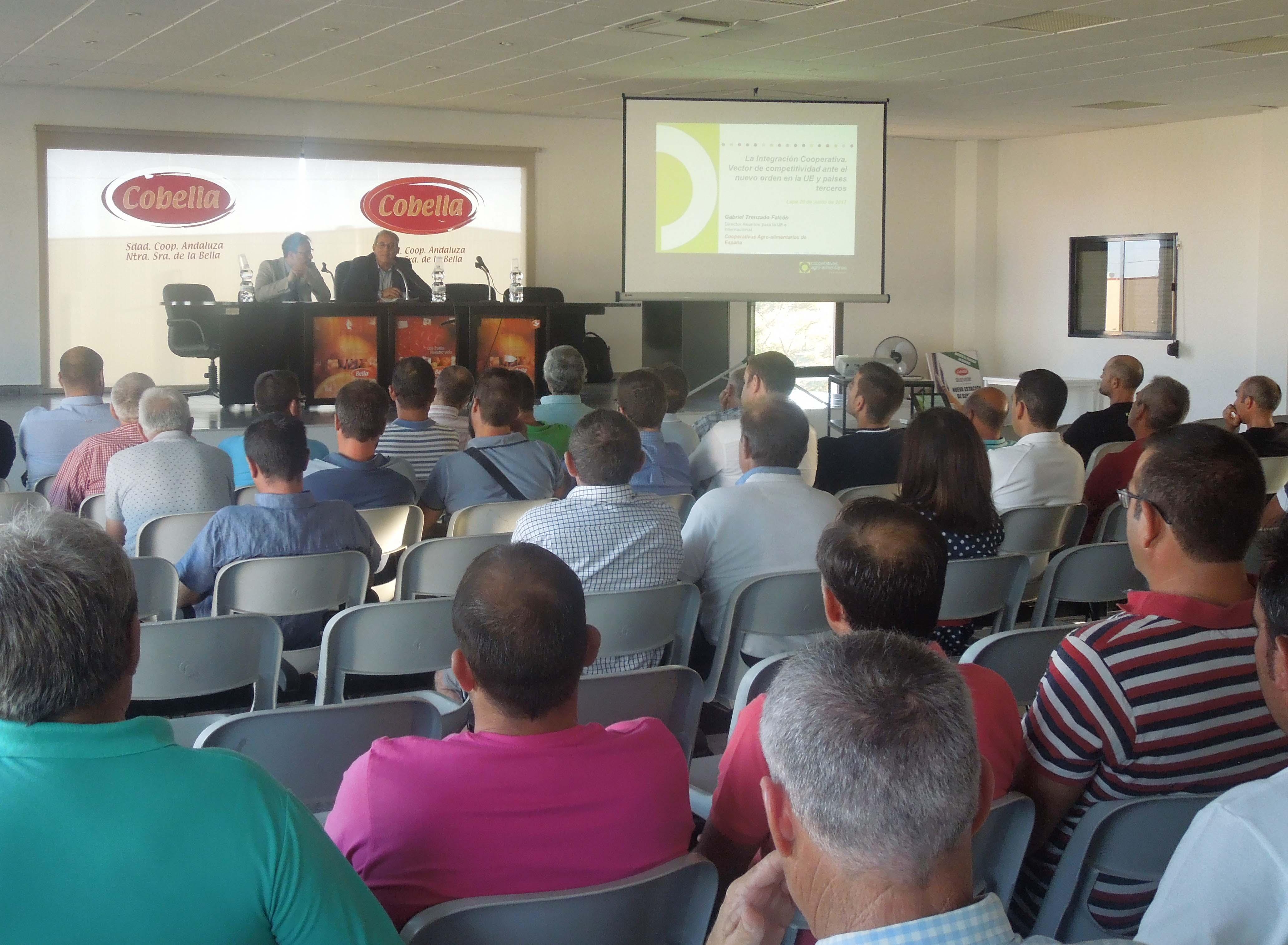 Un buen número de socios participaron en la Jornada de Cobella.