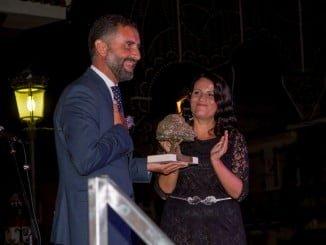 Almonte ha querido dedicar este año su feria a Moguer, cuyo alcalde recogió la distinción.