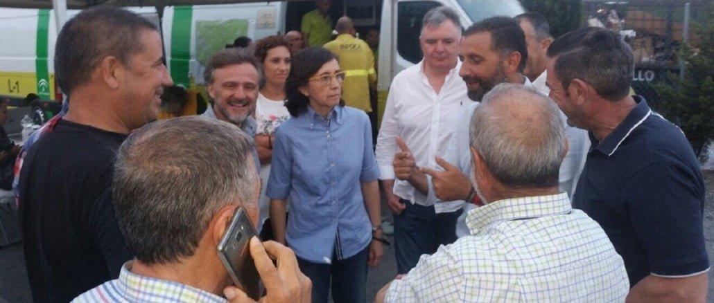 Los consejeros de Medio Ambiente, José Fiscal, y de Justicia, Rosa Aguilar, se desplazaron al Centro Avanzado Operativo, en el que espera a Susana Díaz.
