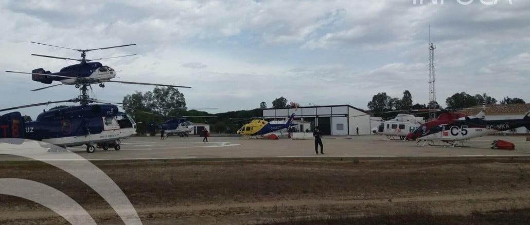 Medios aéreos en la base de Cabezudo que ya trabajan en la zona para controlar el incendio de Mazagon, que avanza hacia Matalascañas