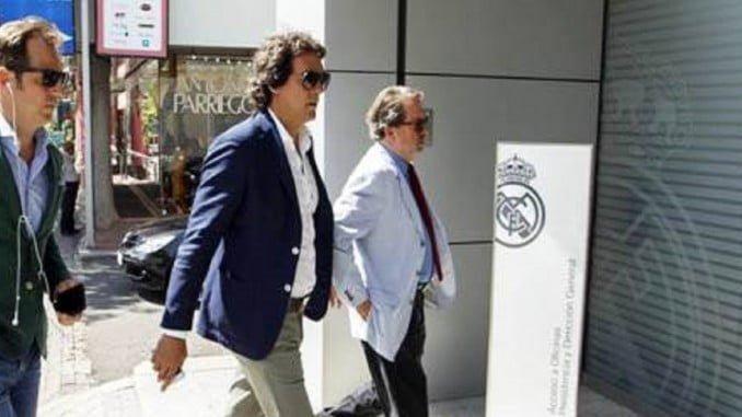 Juanma López, como representante de Morata, entrando en las oficinas del Real Madrid.