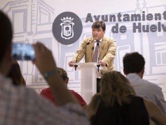 El alcalde de Huelva ha hecho balance de los dos años de gobierno municipal socialista