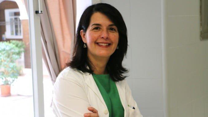 La Dra. Reyes Bernabé, del Hospital Virgen del Rocío, presidenta de la Sociedad Andaluza de Oncología Médica.