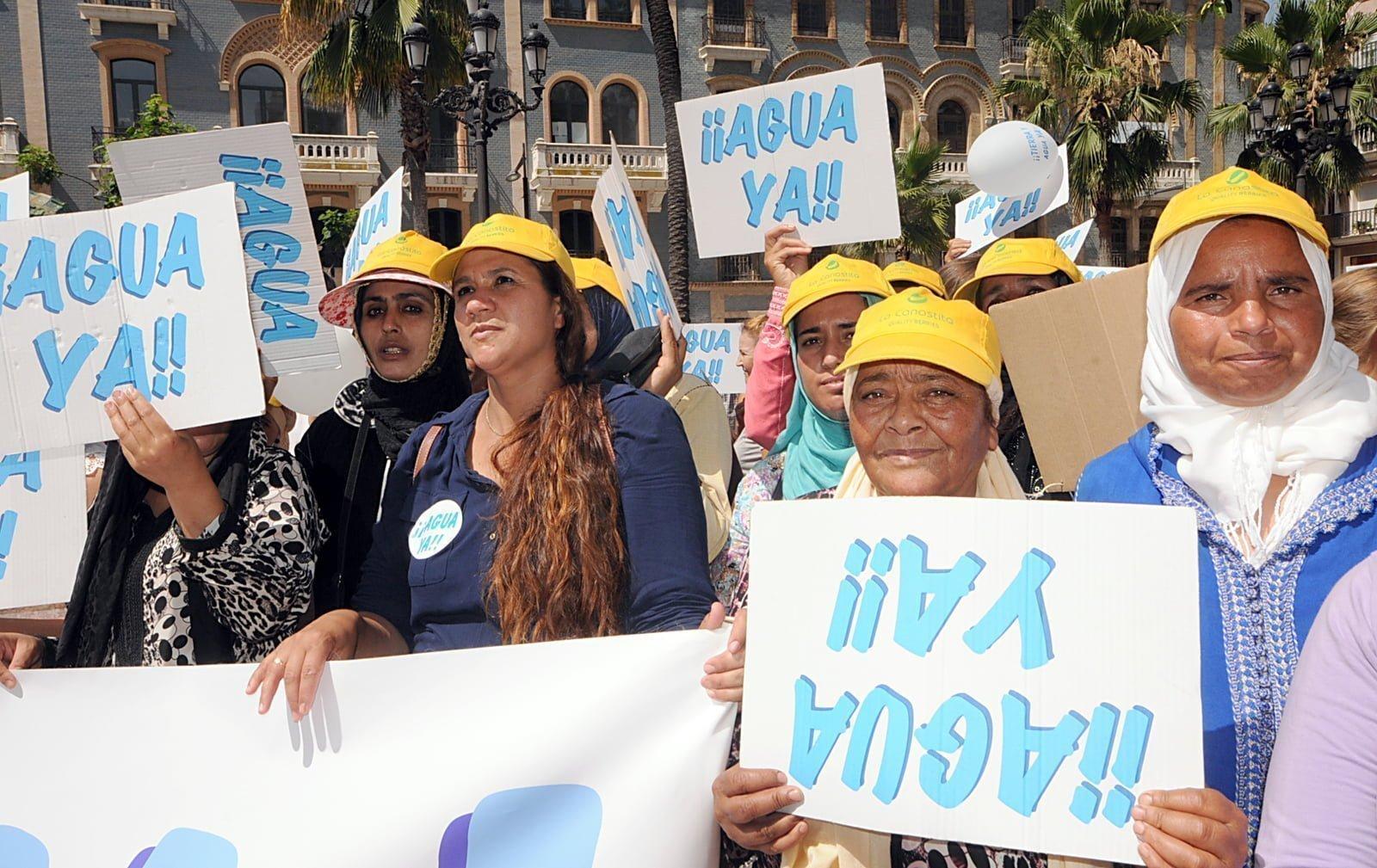 """Los manifestantes acusan al Gobierno de haber """"vendido"""" en elecciones """"un agua que ahora no existe"""""""