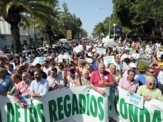 Miles de personas se han manifestado en la capital onubense reclamando agua y tierras para el Condado