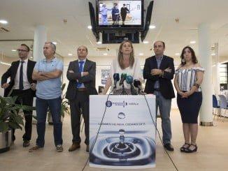 Presentación del nuevo servicio de atención al cliente de Aguas de Huelva para personas ciegas y sordas