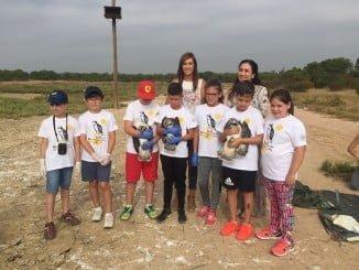 Alumnos del programa 'A vista de águila' han participado en el anillamiento de tres pollos