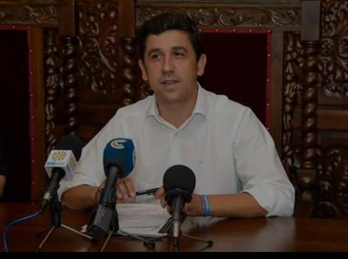 El alcalde de Ayamonte, Alberto Fernández, ha mostrado su satisfacción por el descenso del paro en la localidad