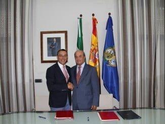 Ignacio Caraballo y Juan José Ponce tras la firma del convenio