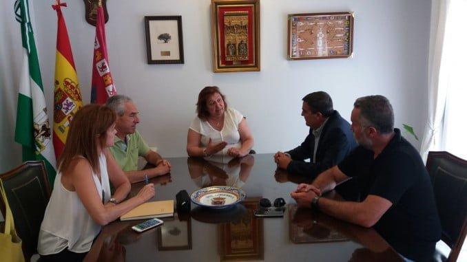 El delegado de Educación ha explicado las obras del colegio San Walabonso a la alcaldesa de Niebla