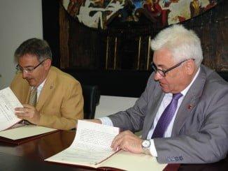 Rector y presidente del Consejo Social de la UHU firman el acuerdo sobre el Programa Matrícula