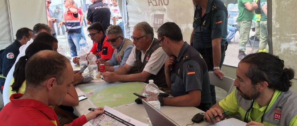 Reunión de los efectivos que trabajan en la extinción del incendio de Moguer y Mazagón