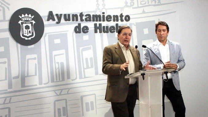 Enrique Figueroa y Ruperto Gallardo en una rueda de prensa en el Ayuntamiento