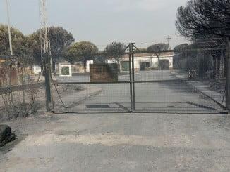 Así ha quedado la entrada a la EDAR de Mazagón tras el incendio