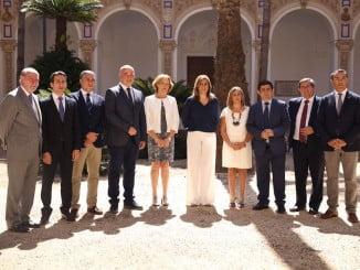 La presidenta de la Junta y la consejera de Agricultura junto a los presidentes de las diputaciones andaluzas