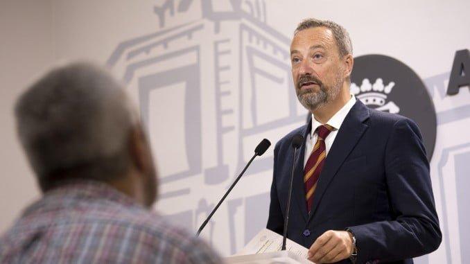 Manuel Gómez Márquez presenta en rueda de prensa los asuntos que irán al pleno municipal
