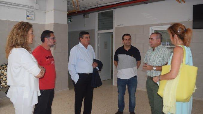 El delegado de Educación, Vicente Zarza, visitando el IES Neruda