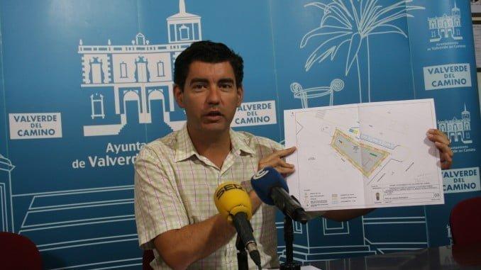 El alcalde de Valverde presenta la inversión del Plan de Fomento Agrario para la localidad
