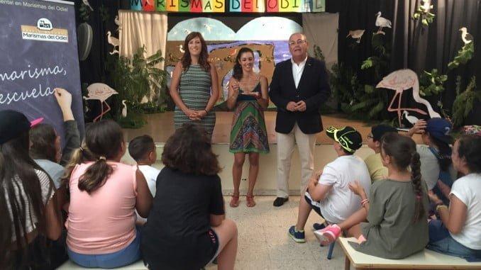La delegada de Medio Ambiente visita el colegio Giner de los Ríos donde se ha clausurado el programa