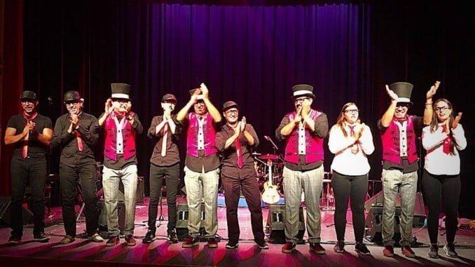 Un momento de la gran actuación del grupo onubense 'Ni Chicha Ni limoná'