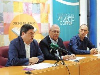Agustín Galán, Domínguez Gómez y Antonio de la Vega en la presentación de los cursos de verano