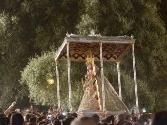 La Reina de las Marismas ha procesionado por la aldea almonteña cerca de diez horas
