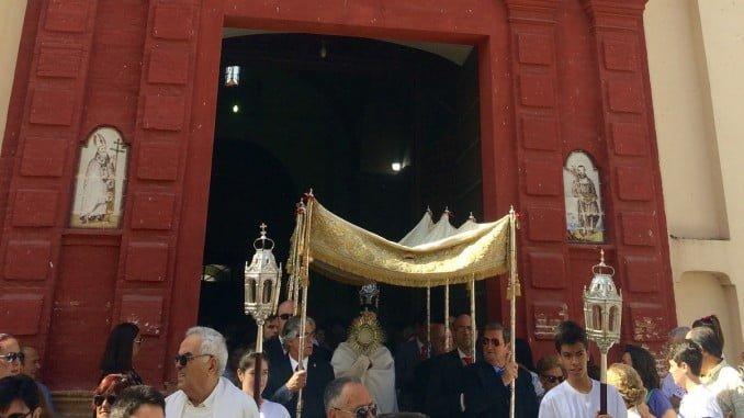 Salida de la comitiva procesional de la Iglesia de Nuestra Señora del Reposo