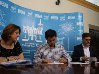 Firma entre el Ayuntamiento de Valverde y la empresa PDS Prevención