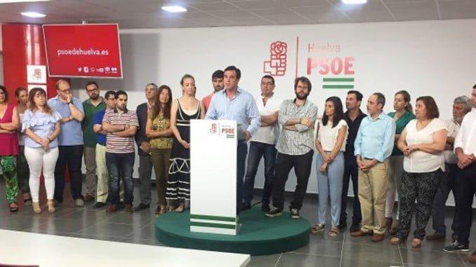 Rodríguez ha estado arropado por el PSOE tras conocerse la moción de censura en Bollullos