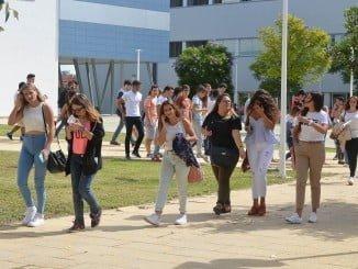 Los alumnos de la UHU tendrán que votar en plenos exámenes finales