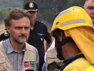"""El consejero de Medio Ambiente asegura que el incendio evoluciona """"muy bien"""""""
