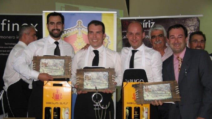 El ganador del concurso, Juan José Masa, junto al segundo y tercer premio, ambos de Huelva