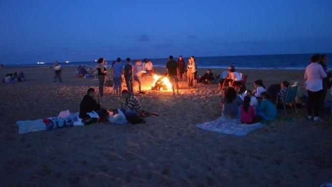 Las hogueras estarán por distintas zonas de la playa, abarcando desde Albergue Juvenil hasta El Portil